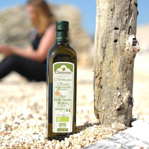 Olio Extravergine 100% Biologico Montagna Sacra 750ml - Ambientato 2