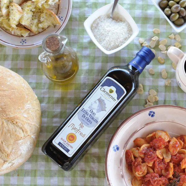 Olio Extravergine 100% Italiano DOP Re Manfredi 750ml - Ambientato 2